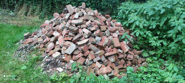 Cegły i gruz z rozbiórki