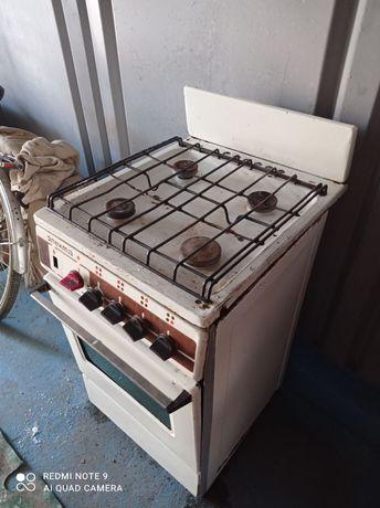 Газовая плита в рабочем состоянии