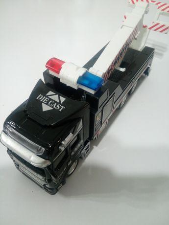 Auto model Cholownik Pomoc drogowa 1;48 metal napęd