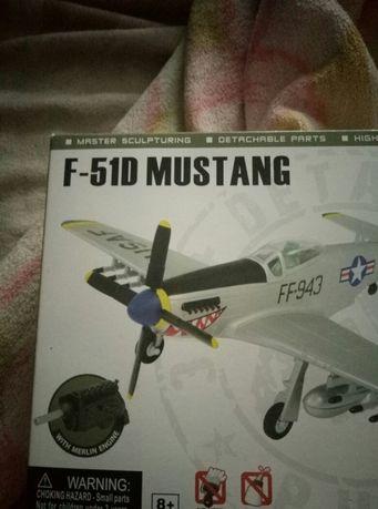 Продам модель самолета(F-51D Mustang)