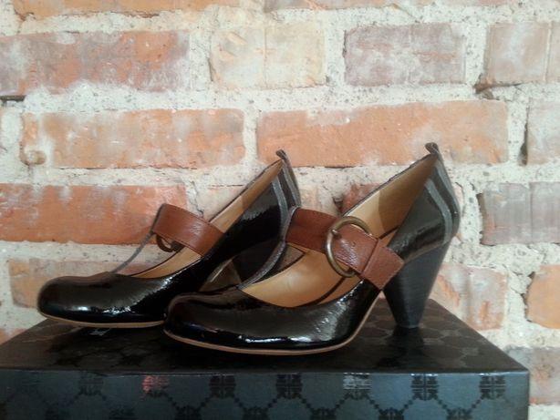 skórzane lakierowane pantofle Clarks roz. 38