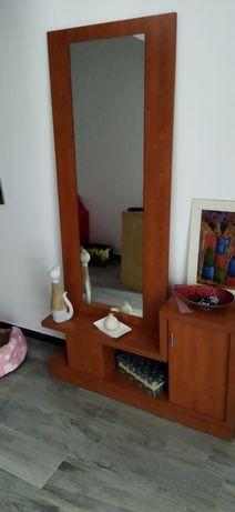 Sapateira de entrada com espelho e móvel branco