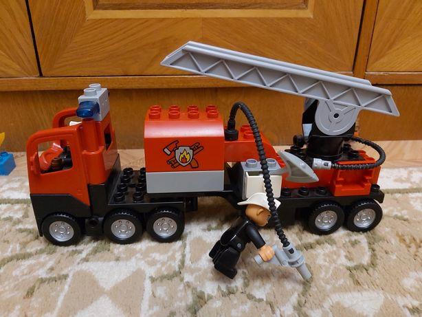 Продам пожарную машину  Лего Дупло
