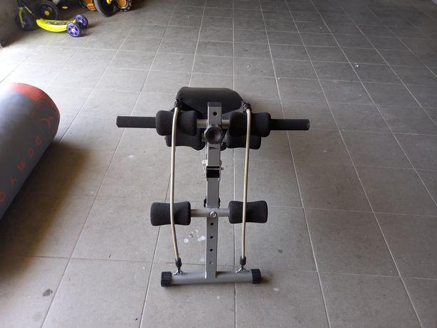 Banco de treino com alteres e elastico
