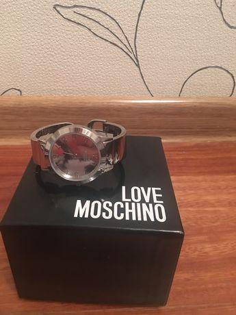 Часы Love Moschino б/у состояние отличное