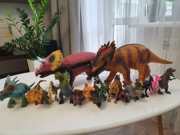 Продам набором динозавров