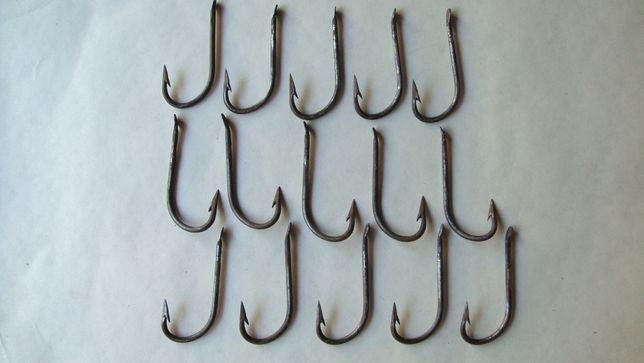 Крючки рыболовные для ловли сома.
