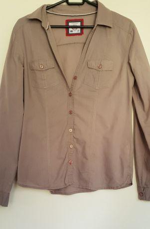 Delikatna koszula z kieszeniami i długim rękawem Bershka M