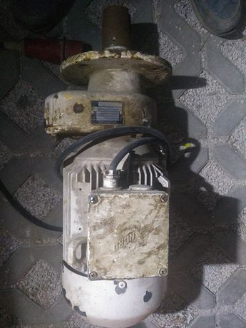 motoreduktor 3 kw/210obr.- agregat tynkarski