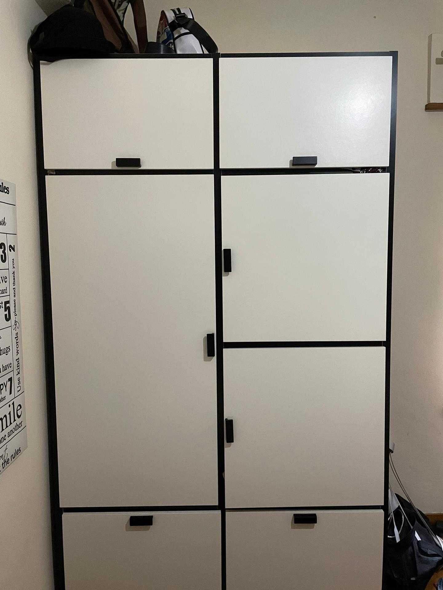 Roupeiro IKEA - Branco e preto