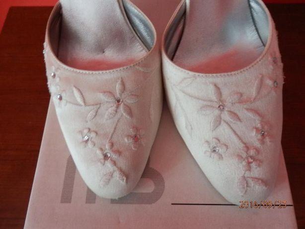 buty damskie Menbur białe satynowe do ślubu