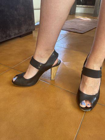 Vendo sandálias a bom preço