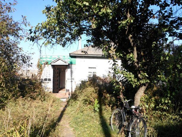 Продам дом в г.Носовка напротив автостанции. Центр.