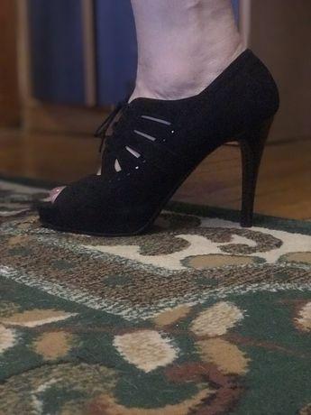 Открытые кожаные туфельки