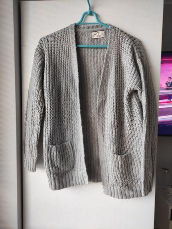 Szary sweterek narzutka