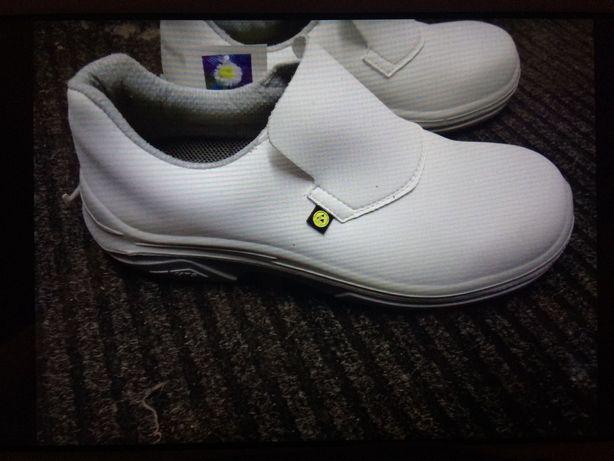 Białe obuwie robocze 42