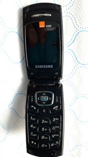 Telefon samsung z klapką.