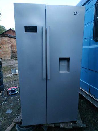 "Холодильник двухдверный. ""Beko"""