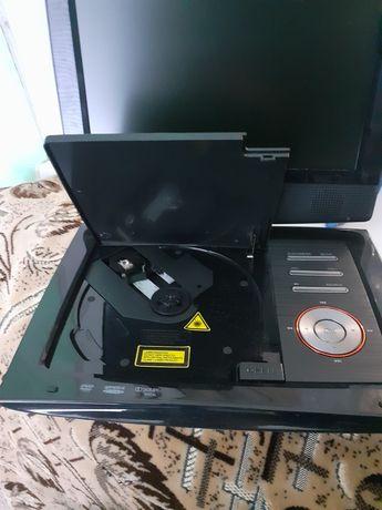 Продам двд проигрыватель диски флешка телевизор