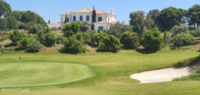Luxuosa moradia T5 num dos melhores campos de golf da Europa