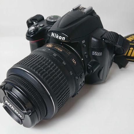 Nikon D5000 com lente Nikkor 18-55 / 3.5-5.6