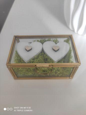 Szklana złota szkatułka, pudełko na obrączki ślub, z mchem