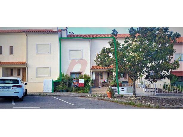 Moradia T3 com garagem - Aveleira