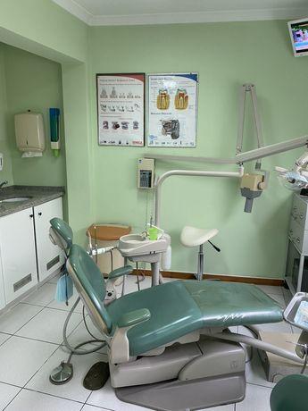 Trespasse de policlínica com medicina dentária e análises clínicas