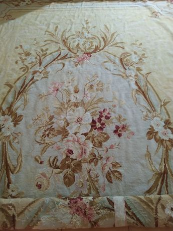 Carpete bordado francês