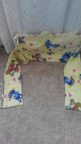 уголок в детскую кроватку красивый яркий