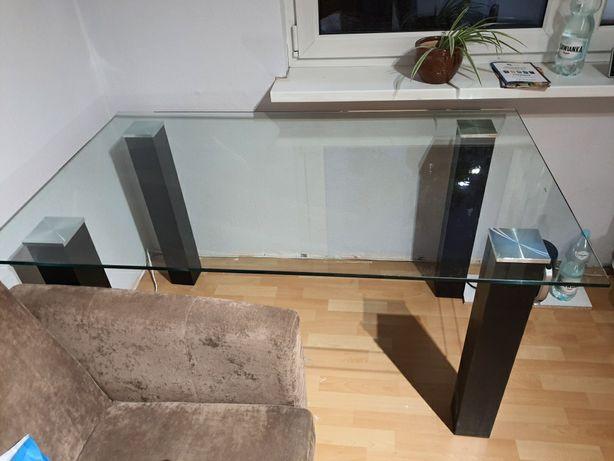 Stół szklany z nogami czarnymi
