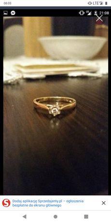 Pierścionek z białego i żółtego złota z brylantem. Rozmiar 13