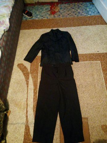 Срочно продам костюм школьный для вашего мальчика.