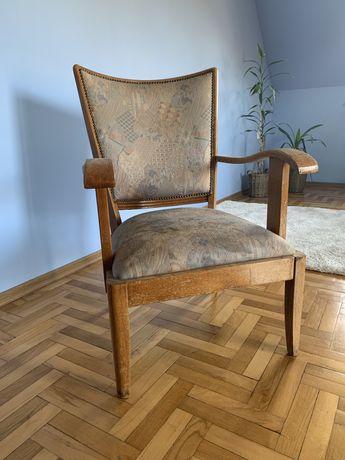 Zabytkowy fotel do renowacji