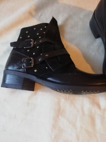 Продаю демосезонные ботинки