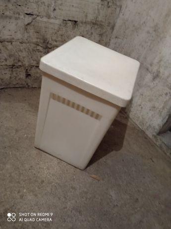 Kosz pojemnik na bieliznę krzesło plastikowe prl