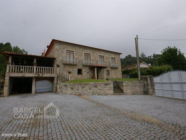Quinta com moradia em pedra e capela em Tamel (São Pedro ...