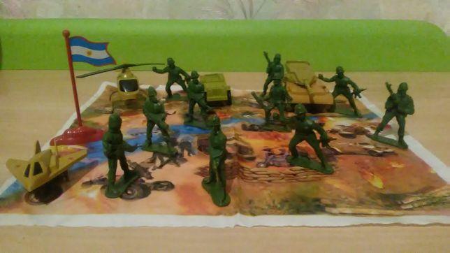 Военный набор солдатики та техники.