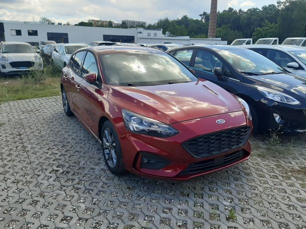Wypozyczalnia samochodów osobowych Ford Focus ST-Line 5 osób