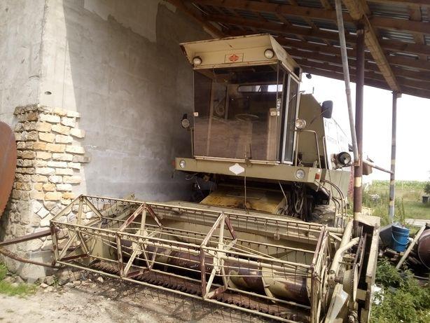 Kombajn zbożowy fortschrit e 512 traktor bizon new holand claas