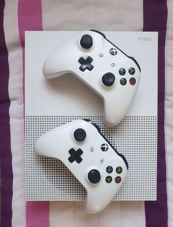 Xbox one s 1tb dois comandos + Gta5