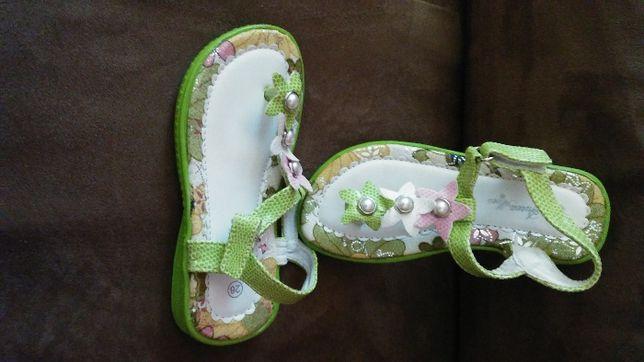 Buciki rozm.26 sandałki zielone wkładka 16,5cm