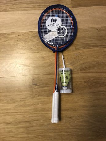 Nowy ofoliowany zestaw rakiet i lotek do badmintona artengo decathlon