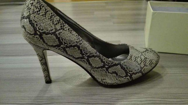 Nowe buty - szpilki rozmiar 39