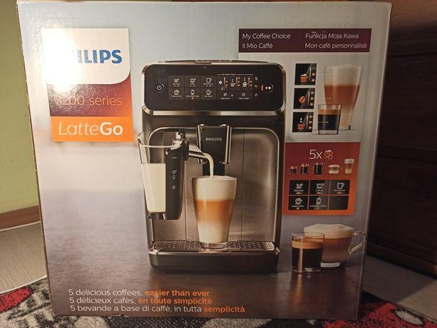 Ekspres do kawy Philips 3200 LatteGo EP3243/50 Biały