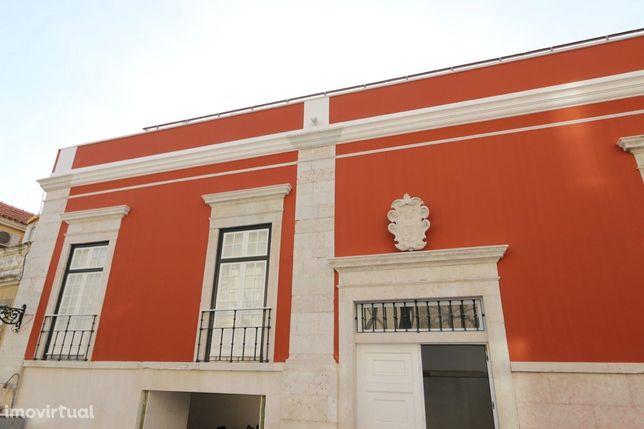 Apartamento em Palacete com Jardim, Piscina e Vista Rio Tejo em Lisboa