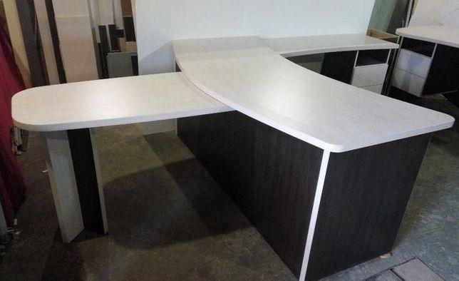 Красивый качественный стол руководителя