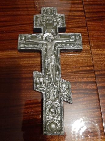 Хрест вилитий з гіпсу.