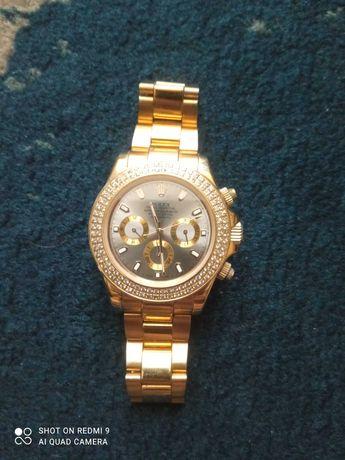 Zegarek Rolex koloru złotego