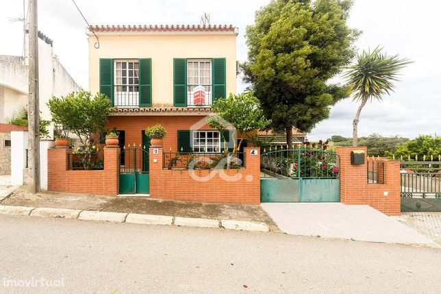 Moradia T3 unifamiliar isolada, com quintal, garagem e terraço | Granj